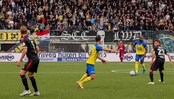 Latvijas futbola izlases uzbrucējs Uldriķis ar gūtiem vārtiem debitē Nīderlandes virslīgā
