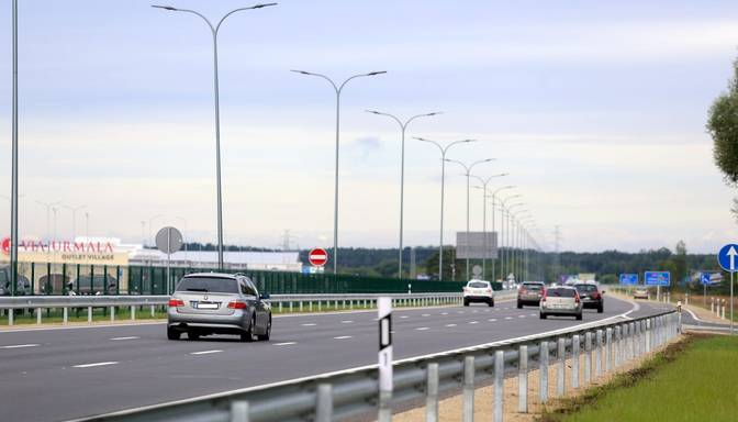 Līdz nākamajai vasarai uz Latvijas autoceļiem nedrīkstēs braukt ātrāk par 90 km/h