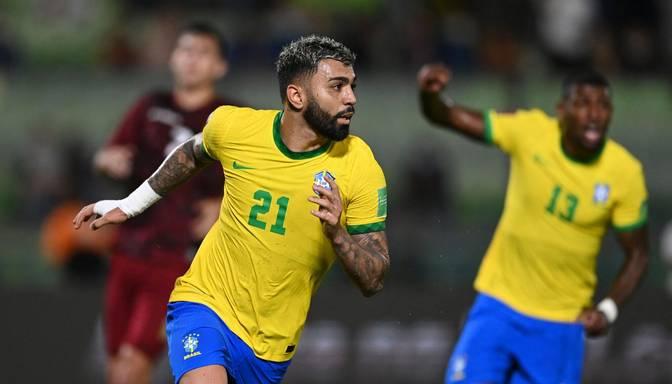 Brazīlijas futbolisti spēles galotnē iesit trīs vārtus un uzvar Venecuēlu