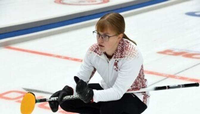 Latvijas sieviešu kērlinga izlase turpina uzvarēt OS priekškvalifikācijas mačos; vīriešu valstsvienībai zaudējums