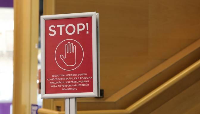 Uzziņa: kā jaunajiem ierobežojumiem pielāgojas lielākie tirdzniecības centri Rīgā