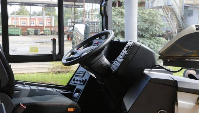 Daugavpilī šoferu slimošanas dēļ atkal atceļ vairākus autobusu reisus