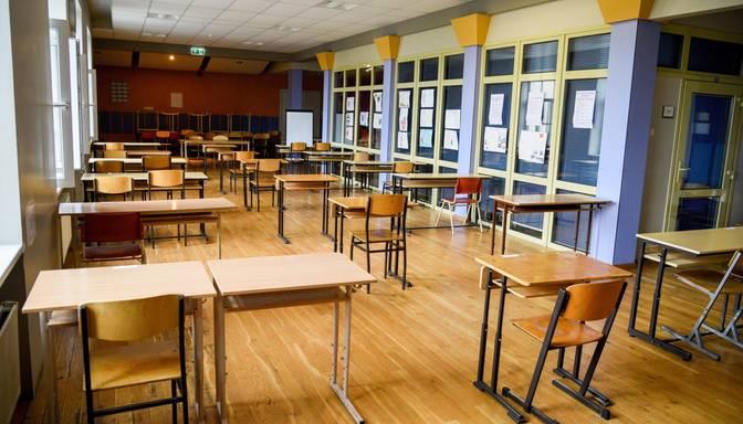 Vairāk nekā uz pusi samazinājies Covid-19 skarto izglītības iestāžu skaits